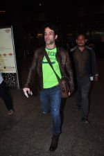 Tusshar Kapoor snapped at airport on 2nd Jan 2016(102)_5688fecd20f25.JPG