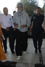 Amitabh Bachchan snapped at domestic airport on 3rd Jan 2016