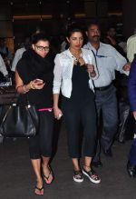 Priyanka Chopra returns from vacation on 3rd Jan 2016 (2)_568a25ed350c1.JPG