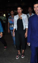 Priyanka Chopra returns from vacation on 3rd Jan 2016 (3)_568a25eee3d1c.JPG