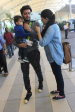 Riteish Deshmukh, Genelia D Souza snapped at domestic airport on 3rd Jan 2016 (32)_568a258838401.JPG