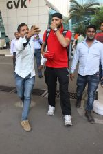 Harbhajan Singh snapped at airport on 4th Jan 2016