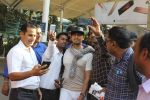 Sonu Nigam snapped at airport on 4th Jan 2016 (34)_568b70fe2f11e.JPG