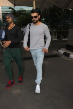 Virat Kohli snapped at airport on 4th Jan 2016 (1)_568b76bfe8785.JPG