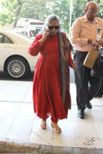 Jaya Bachchan snapped at the airport on 5th Jan 2016