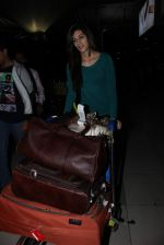 Kriti Sanon snapped at the airport on 5th Jan 2016