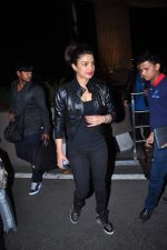 Priyanka Chopra snapped at international airport on 5th Jan 2016 (35)_568cbf2ee92da.JPG