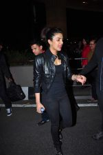 Priyanka Chopra snapped at international airport on 5th Jan 2016 (36)_568cbf2f96122.JPG