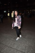 Tulsi Kumar snapped at international airport on 5th Jan 2016