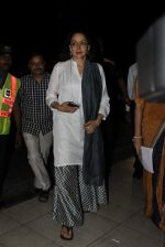 Hema Malini snapped at Airport on 6th Jan 2016 (41)_568e21cb55b4f.JPG