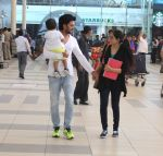 Riteish Deshmukh, Genelia D Souza snapped at Airport on 6th Jan 2016 (39)_568e22092c423.JPG