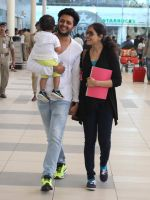 Riteish Deshmukh, Genelia D Souza snapped at Airport on 6th Jan 2016 (41)_568e221383264.JPG
