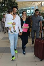 Riteish Deshmukh, Genelia D Souza snapped at Airport on 6th Jan 2016 (43)_568e220a7cd0e.JPG