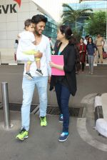 Riteish Deshmukh, Genelia D Souza snapped at Airport on 6th Jan 2016 (44)_568e220bd9b07.JPG
