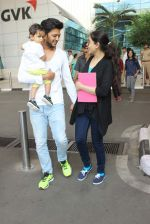 Riteish Deshmukh, Genelia D Souza snapped at Airport on 6th Jan 2016