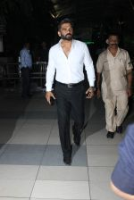 Sunil Shetty snapped at Airport on 6th Jan 2016