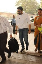 Abhishek Bachchan snapped at domestic airport on 7th Jan 2016 (10)_568f693ca02b3.JPG