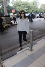 Dia Mirza snapped at domestic airport on 7th Jan 2016 (5)_568f694a50ef5.JPG