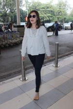 Dia Mirza snapped at domestic airport on 7th Jan 2016 (6)_568f694c31b2a.JPG