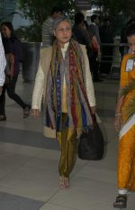 Jaya Bachchan snapped at domestic airport on 7th Jan 2016 (2)_568f695fac45e.JPG