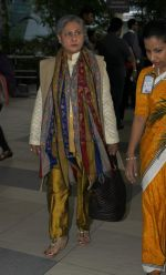 Jaya Bachchan snapped at domestic airport on 7th Jan 2016 (3)_568f69c766eea.JPG
