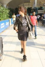 Rhea Chakraborty snapped at domestic airport on 7th Jan 2016 (36)_568f69e9ae11a.JPG