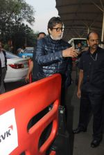 Amitabh Bachchan snapped at airport on 8th Jan 2016