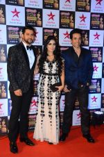 Aftab Shivdasani, Tusshar Kapoor at Star Screen Awards Red Carpet on 8th Jan 2016 (277)_56935cff8f24a.JPG