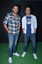 Aftab Shivdasani, Tusshar Kapoor promote Kya Kool Hain Hum at get active expo promotions on 9th Jan 2016 (30)_56939254e6235.JPG