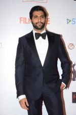 Akshay Oberoi at Filmfare Nominations red carpet on 9th Jan 2016 (67)_56939537c3bc3.JPG