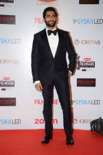Akshay Oberoi at Filmfare Nominations red carpet on 9th Jan 2016
