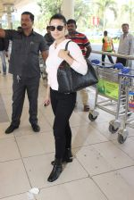 Ameesha Patel snapped at airport on 10th Jan 2016 (18)_5693b65a44181.JPG