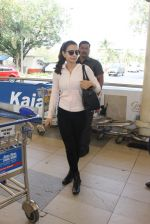 Ameesha Patel snapped at airport on 10th Jan 2016 (20)_5693b65b9ce25.JPG