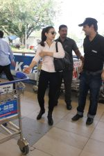 Ameesha Patel snapped at airport on 10th Jan 2016 (21)_5693b65c3f65a.JPG