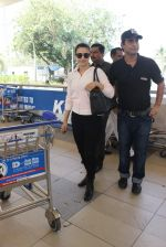 Ameesha Patel snapped at airport on 10th Jan 2016 (22)_5693b65ce35d8.JPG