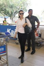 Ameesha Patel snapped at airport on 10th Jan 2016 (24)_5693b65e3567a.JPG