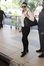 Ameesha Patel snapped at airport on 10th Jan 2016 (27)_5693b66234ae0.JPG