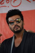 Arjun Kapoor at RTO office in Thane on 10th Jan 2016 (31)_5693b9170d786.JPG
