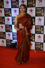 Deepti Naval at Star Screen Awards Red Carpet on 8th Jan 2016 (7)_56935dcf7f31c.JPG