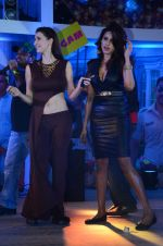 Gizele Thakral, Claudia Ciesla at Kya Kool Hain Hum 3 promotions in Mumbai on 9th Jan 2016 (28)_569394c8a453a.JPG