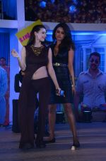Gizele Thakral, Claudia Ciesla at Kya Kool Hain Hum 3 promotions in Mumbai on 9th Jan 2016 (29)_569394c94d705.JPG