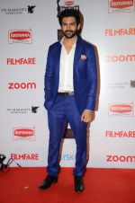 Kartik Aaryan at Filmfare Nominations red carpet on 9th Jan 2016