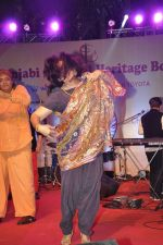 Ranjeet at Lohri Di Raat on  10th Jan 2016 (24)_5693bb42e1ed9.JPG