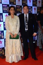 Rishi Kapoor, Neetu Singh at Star Screen Awards Red Carpet on 8th Jan 2016 (322)_56935fef5cc14.JPG