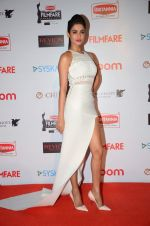 Sonal Chauhan at Filmfare Nominations red carpet on 9th Jan 2016