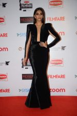 Sonam Kapoor at Filmfare Nominations red carpet on 9th Jan 2016