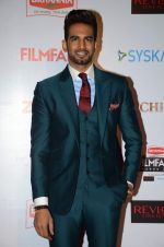 Upen Patel at Filmfare Nominations red carpet on 9th Jan 2016