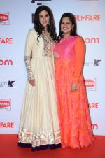 at Filmfare Nominations red carpet on 9th Jan 2016