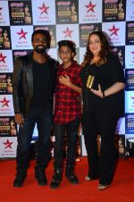 at Star Screen Awards Red Carpet on 8th Jan 2016 (249)_56935dcb0a09a.JPG