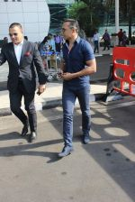 Rahul Bose snapped at airport on 12th Jan 2016 (20)_569611a2af1c7.JPG